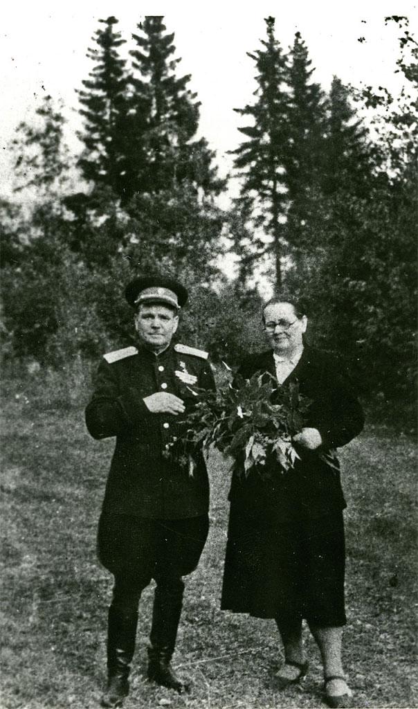 И.Ф. Никишов с женой Юлией Ивановной. Москва, 1951 год