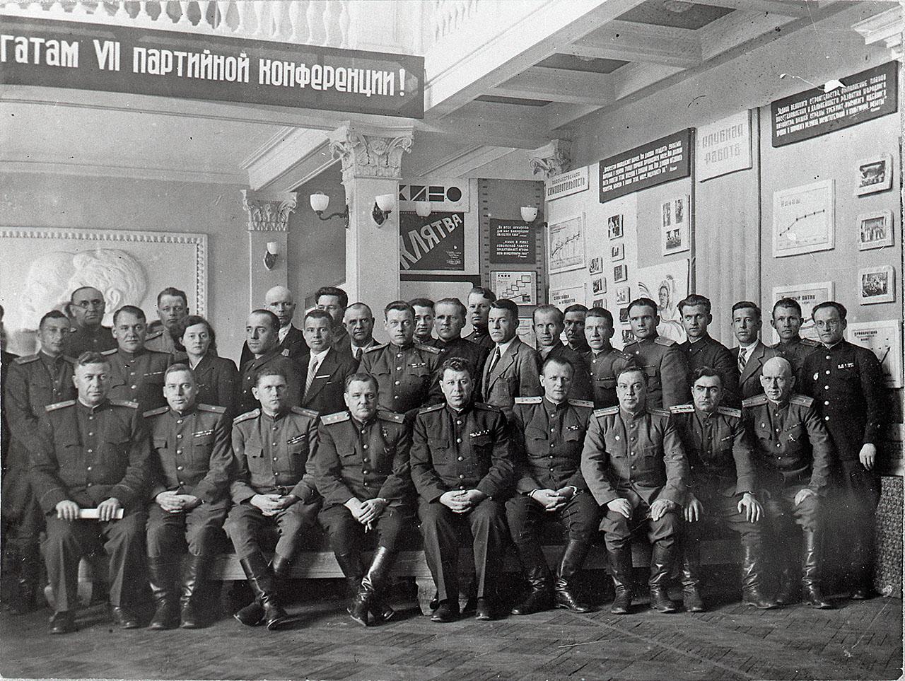 Никишов И.Ф. с делегатами седьмой партийной конференции. Магадан.