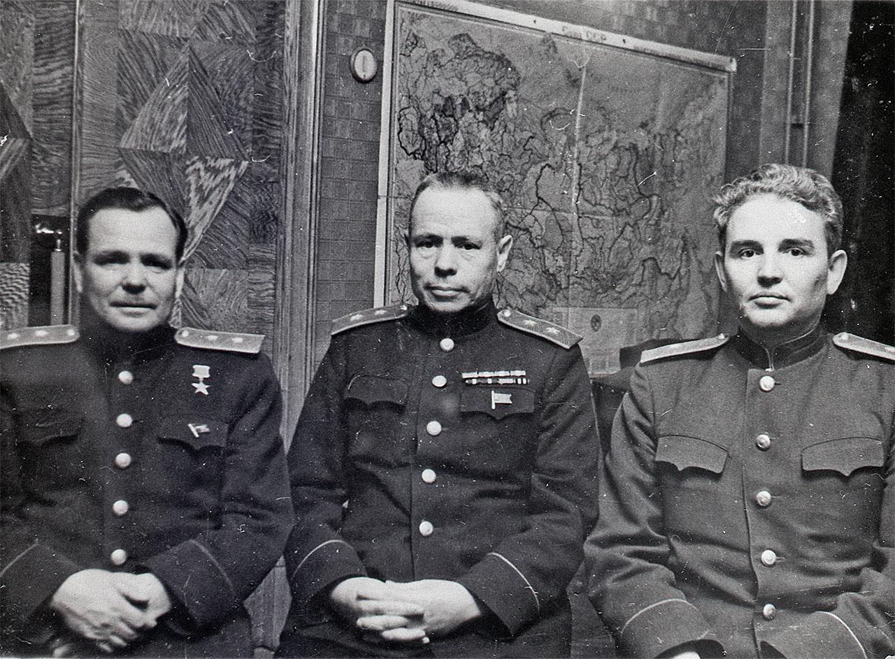 Крайний слева - Никишов И.Ф.