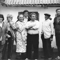 Член Союза писателей Станислав Олефир (в центре) в гостях у семьи Кильбаух. Посёлок Ола.1990 год.