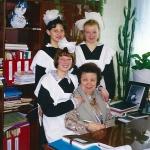 Выпускницы 2000 г. с любимым директором