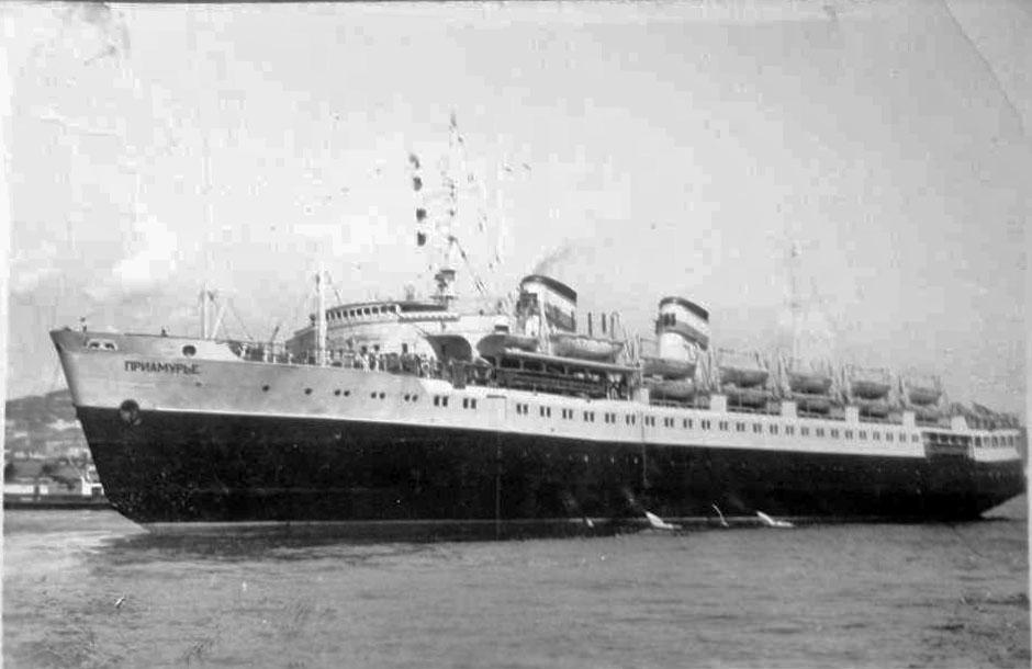 Первый рейс грузопассажирского дизель-электрохода «Приамурье по маршруту «Владивосток - Корсаков». Владивосток, май 1959 года.