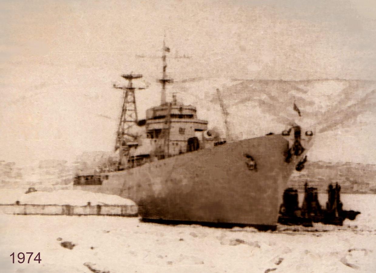 Плавбаза «Магаданский комсомолец». Зимовка на Камчатке в Авачинской бухте. Зима 1974-75 годов.