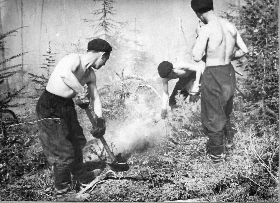 Экипаж «Магаданского комсомольца» на тушении пожаров в Сусуманском районе. Июль 1973 года.