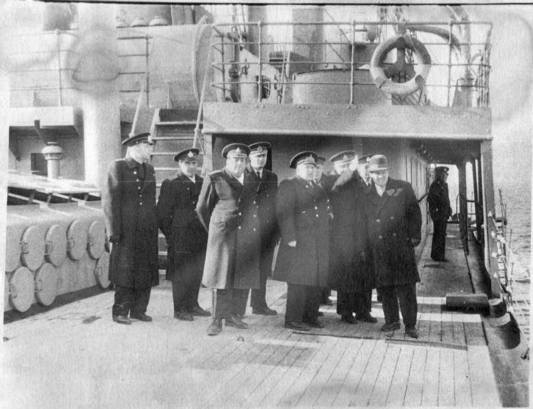 Гости на борту плавбазы «Север».