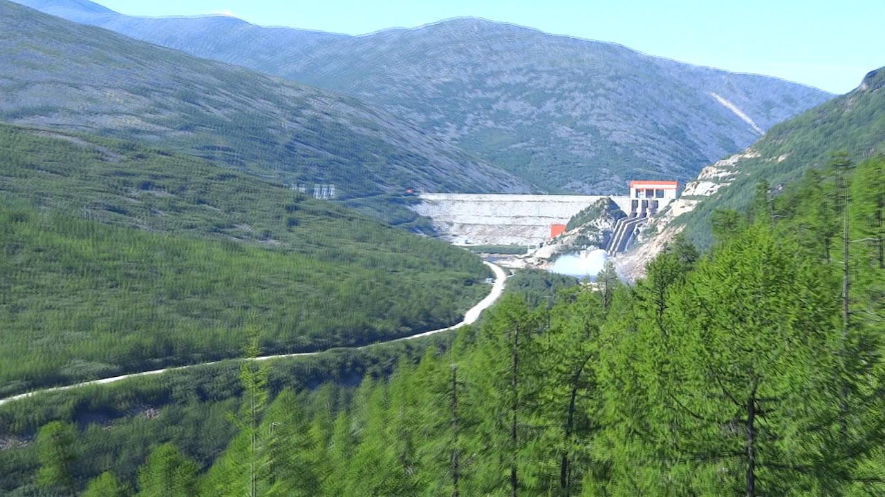 Плотина Колымской ГЭС.