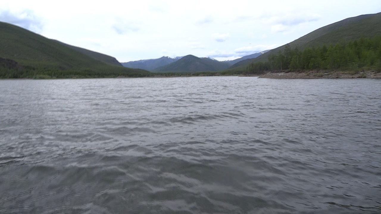По Колымскому водохранилищу к Кюель-Сиену.