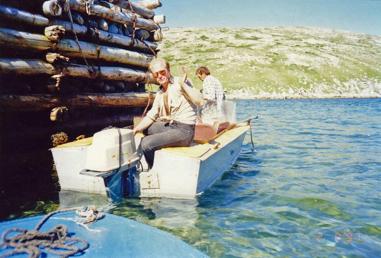 У пирса бывшего рыбозавода о. Завьялова.