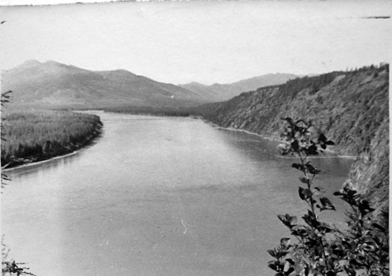 Река Колыма ниже ручья Отвесный. Фото из архива Николая Сухарева.