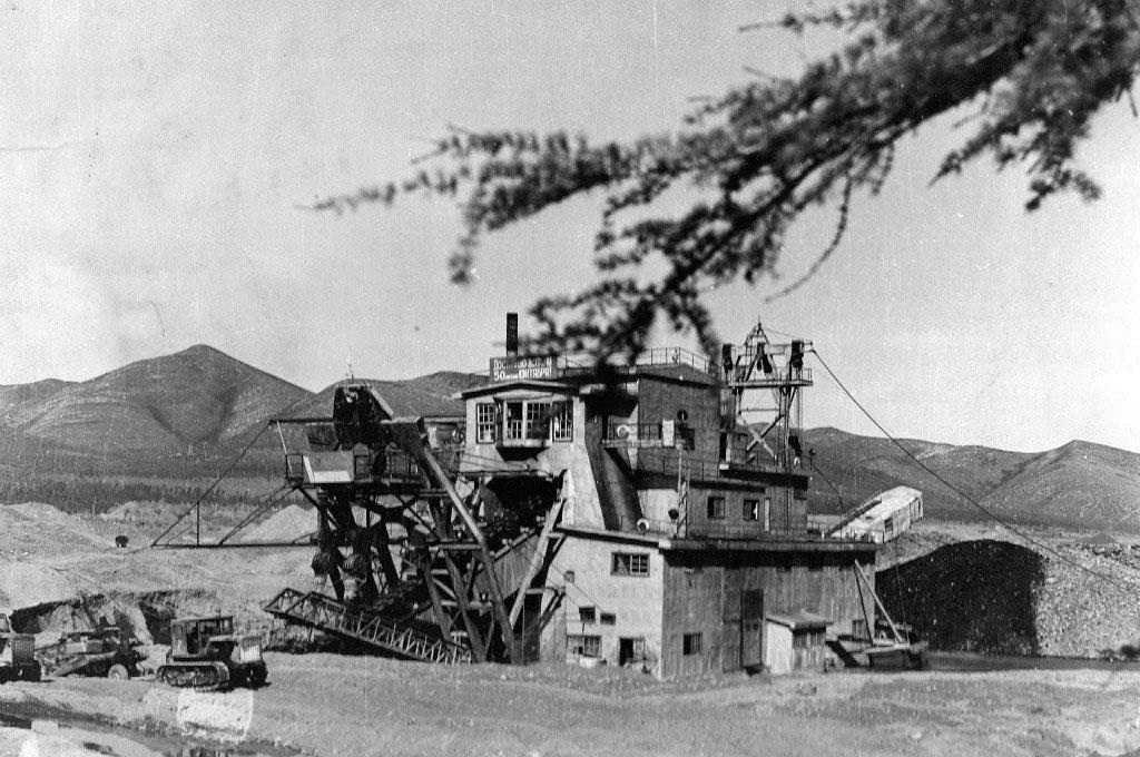 Прииск имени Гастелло. Добыча золота дражным способом. 1967 год.