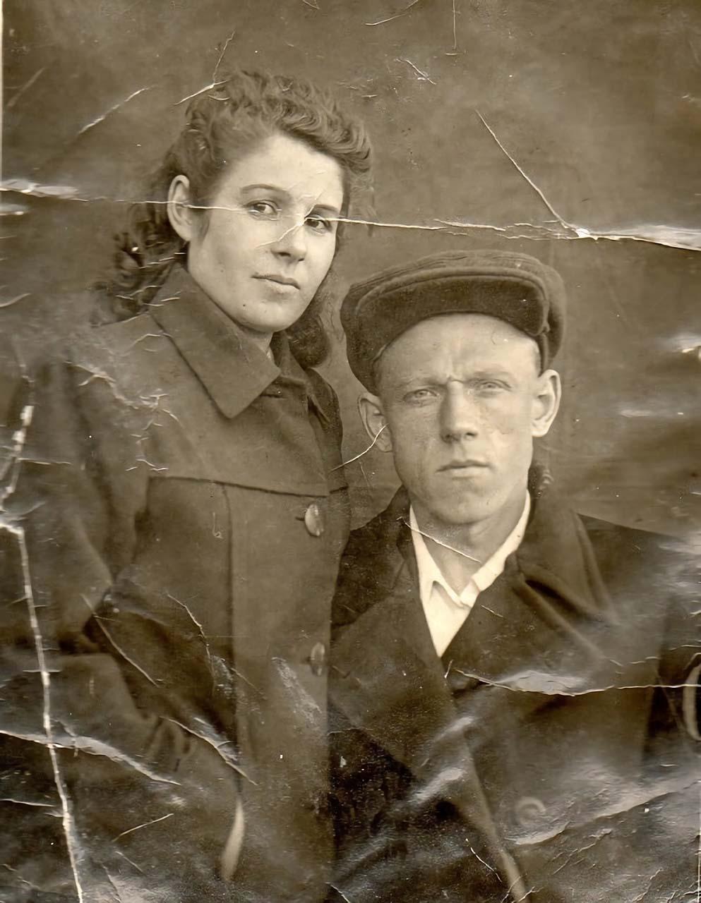 Участок Филончик, прииск «Штурмовой», Северное ГПУ Дальстроя, 1948 год... Начальник участка, горный инженер 2-го ранга Д. Устинов с супругой Александрой.