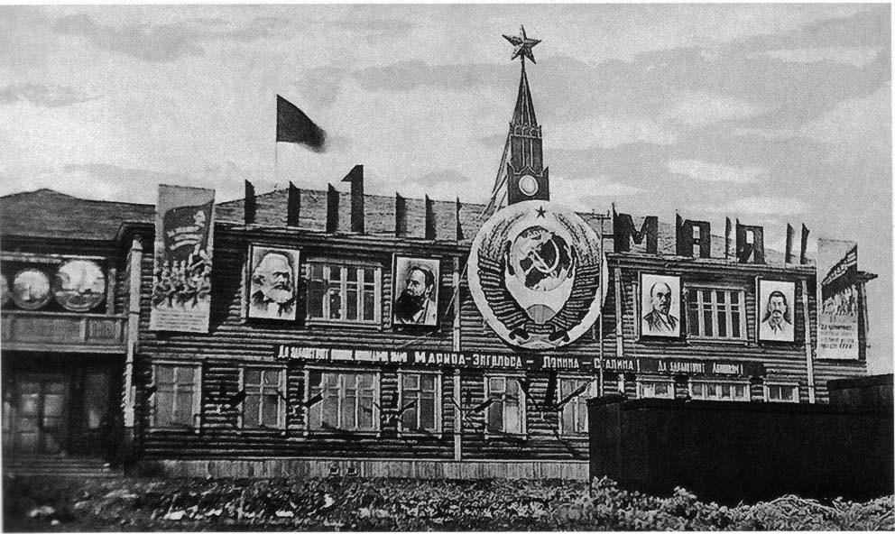 Здание Северного горнопромышленного управления (СГПУ) в Хатыннахе, 1939 год.
