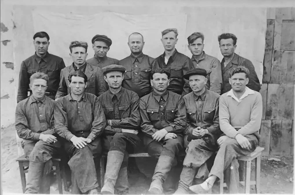 Рабочие экскаваторно-бульдозерного парка прииска «Штурмовой». 1949 год