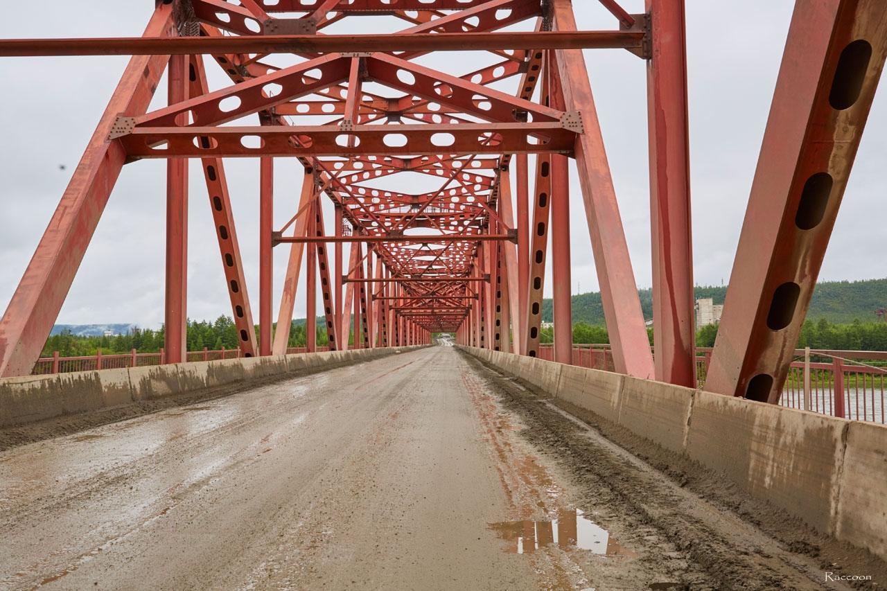 Мост через Колыму у Усть-Среднекана. 2017 год.