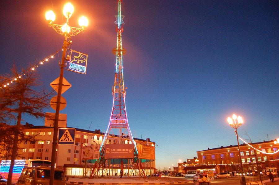 В настоящее время одна из достопримечательностей Магадана - телевышка на Комсомольской площади