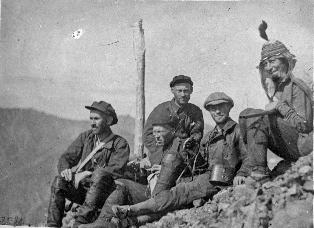 Члены экспедиции Молодых вершине Станового водораздела. 1929 год,