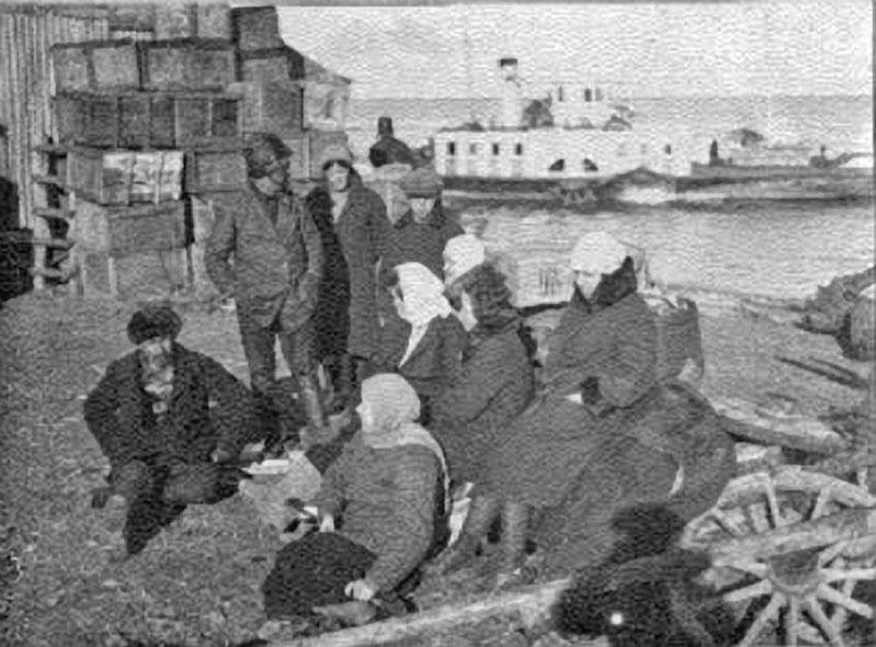 Вдовы погибших с парохода «Революционный».