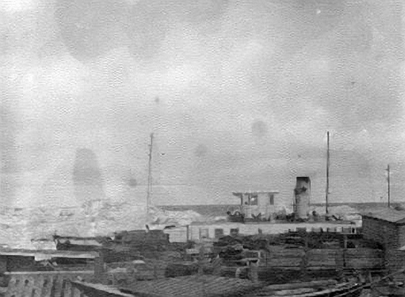 Суда Лено-Колымской экспедиции под защитой стамухи. Август 1933 года.