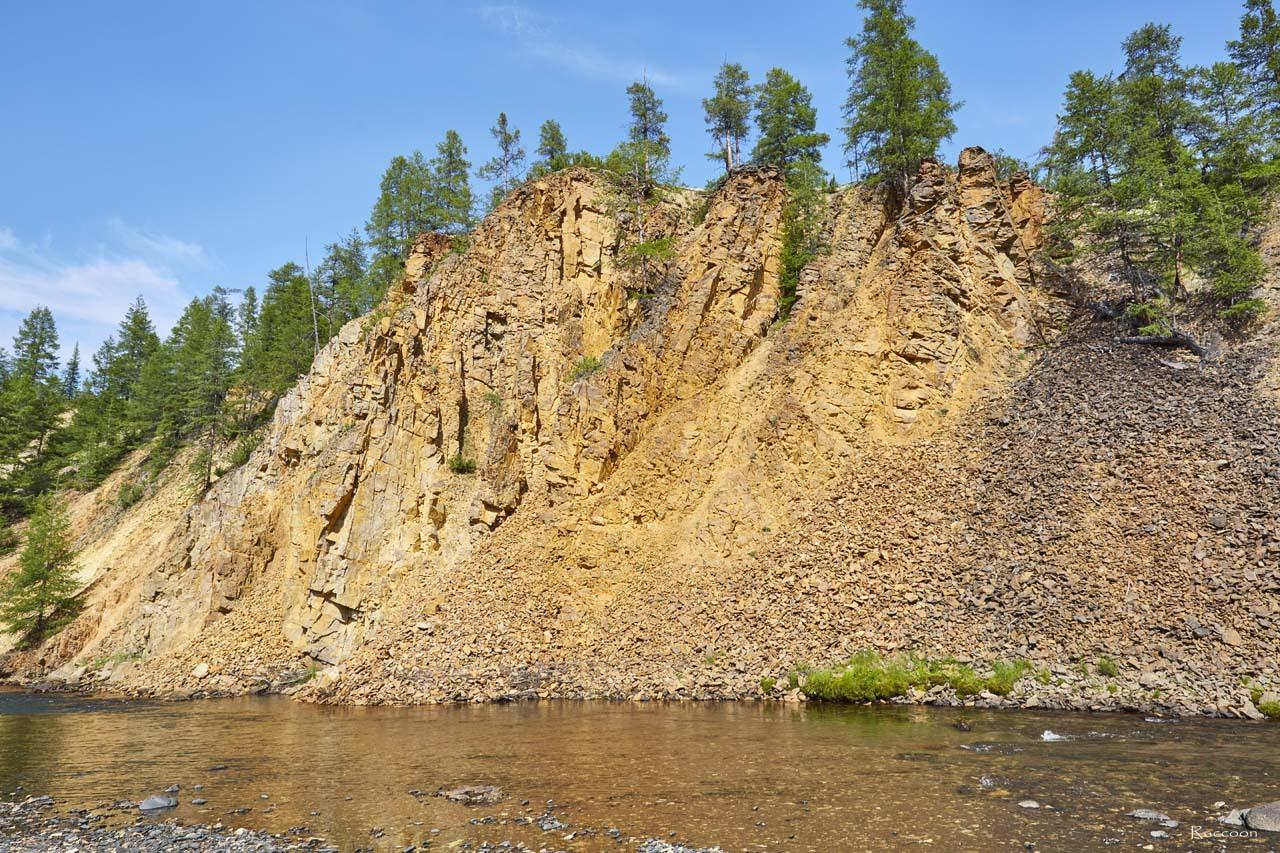 Скалы вдоль ручья Гипотетический.