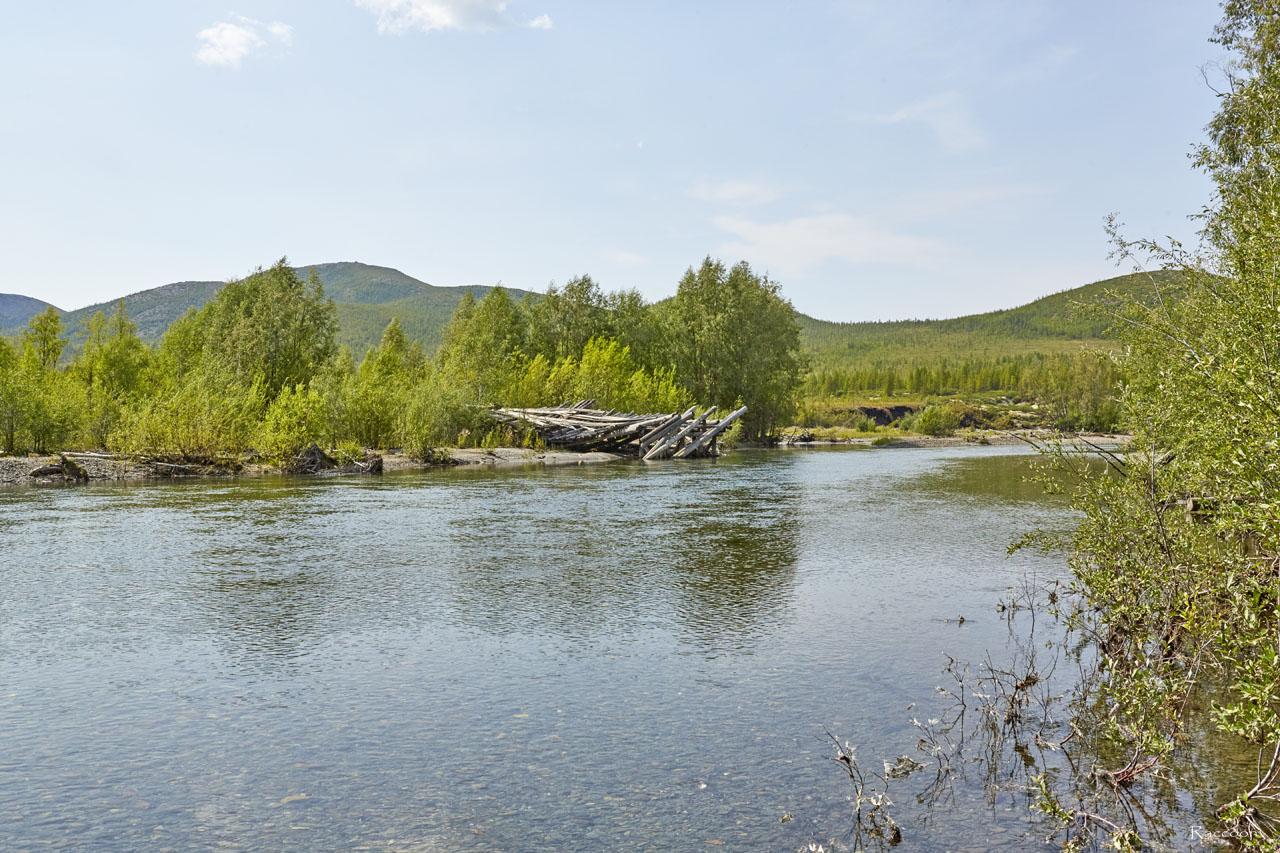 Река Нерючи. разрушенный мост по дороге на Хениканджу.