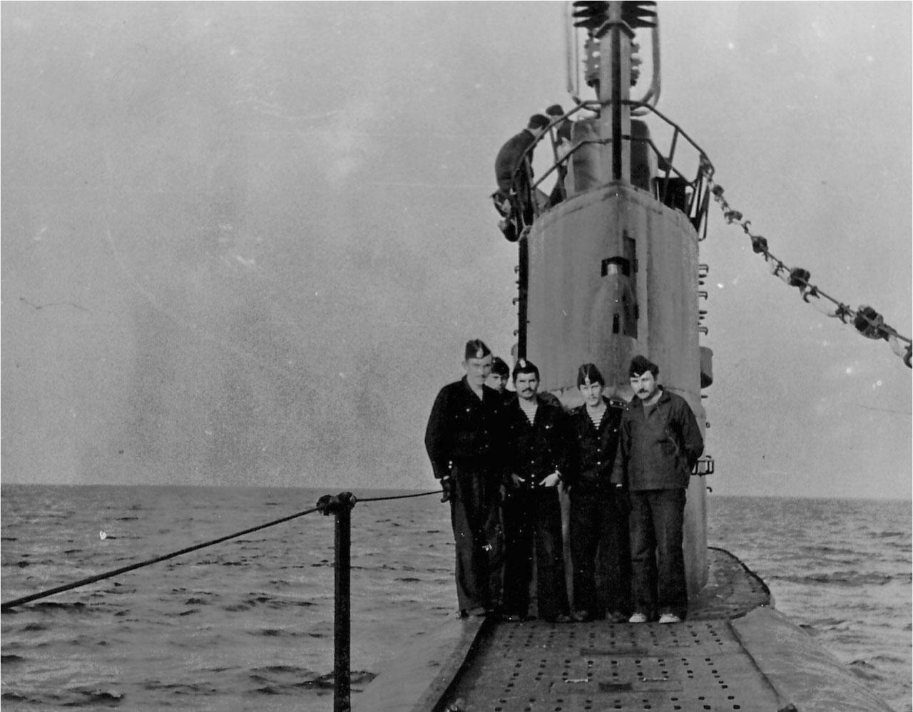 С-176 стоит на якоре в районе острова Сахалин. Лето 1982 года. Выход в море на 10 суток в рамках выполнения поставленного задания.