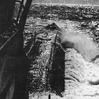С-176 после жестокого шторма в Охотском море. Тот самый циклон, который разметал по морю отряд из трех лодок. Курс - на Петропавловск-Камчатский. 1982 г.