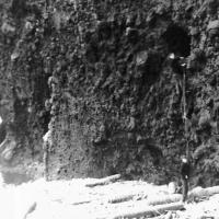 Исследуем искусственные пещеры, где прятались японцы во время войны. «Сюрпризов» серьезных нет.