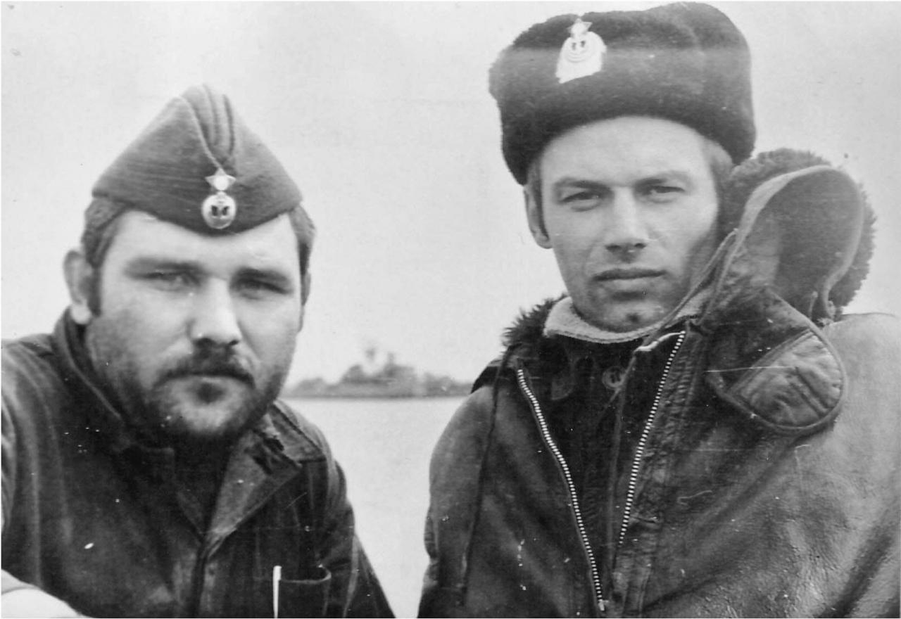 На борту С-176. Шаман Виталий Ляпин и старпом с С-365 Сергей Сикорский.