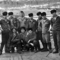 Экипаж С-198. Фото сделано в Советской Гавани в 1970 году. Лодка стояла на ремонте.
