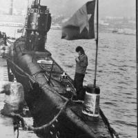 С-198. На носу стоит рулевой- сигнальщик матрос Тулиев. 1982 год.