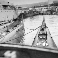 В бухте Нагаева, на своей базе у Марчекана. Фото сделано с рубки С-198. 1973 год.