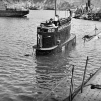 С-220. Загрузка торпед в кормовые аппараты. На рубке Заяшников