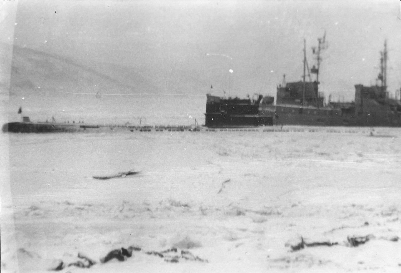 Зимовка С-221 в Магадане, 1982-1983 года.