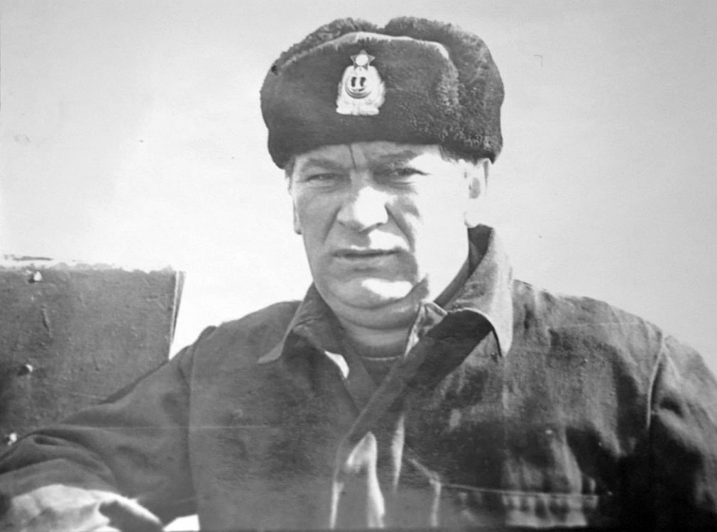 Командир С-221 капитан 2 ранга Беляков Анатолий Митрофанович