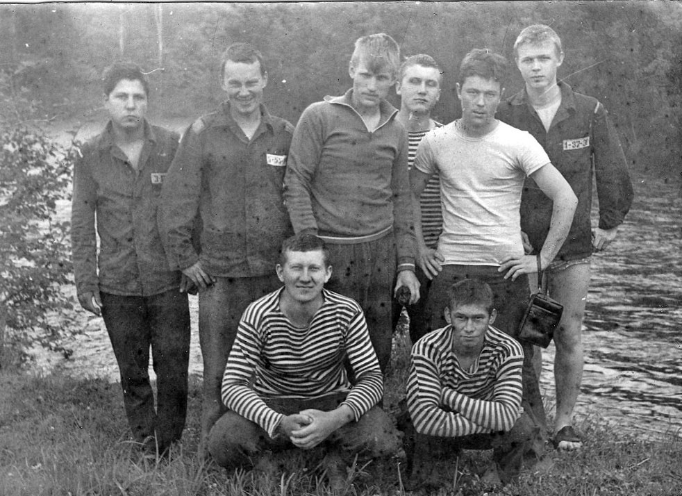 На турбазе «Перекат», Северного судоремонтного завода, лето 81 года, отдых после боевой службы