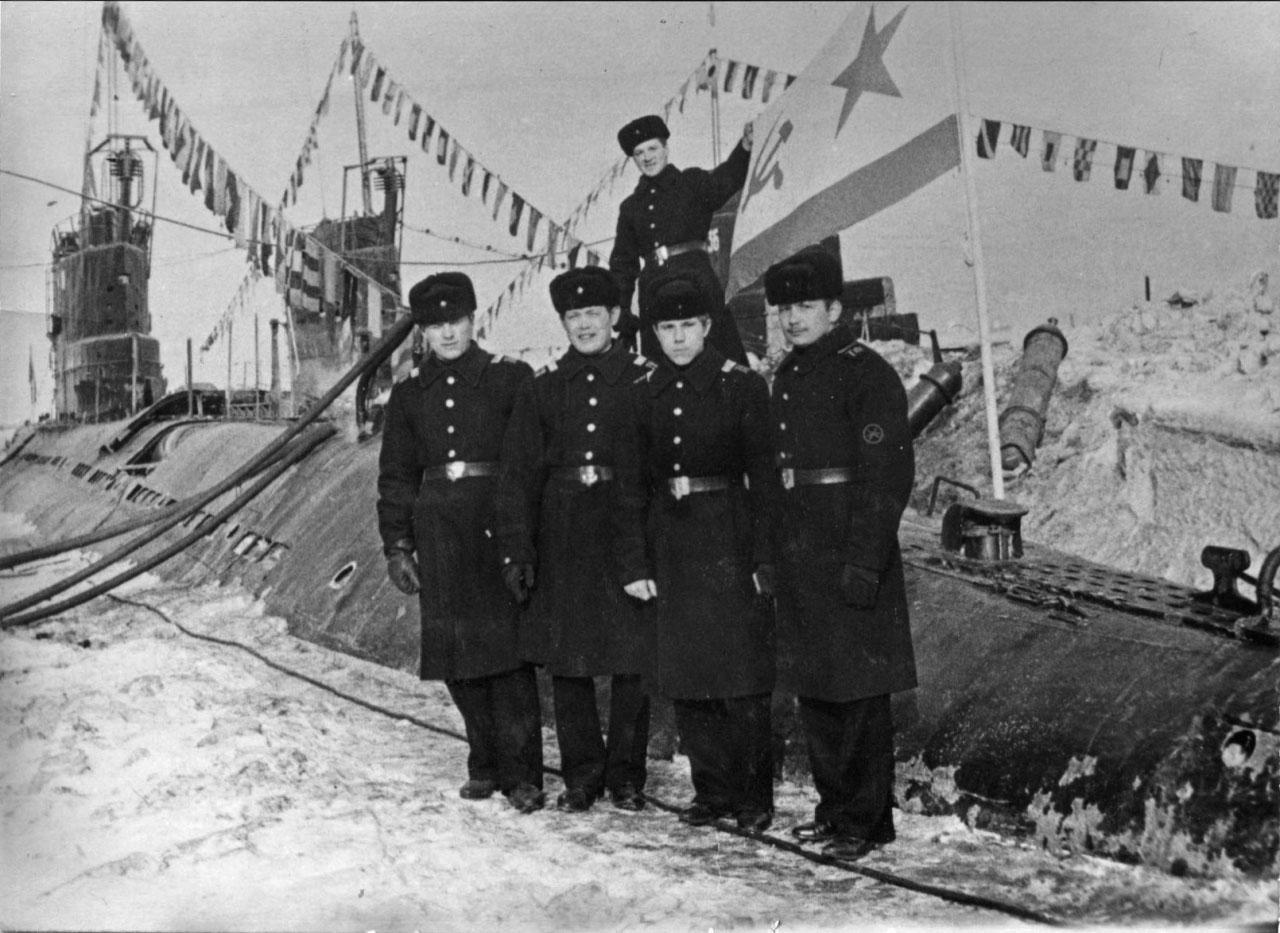 Экипаж С-263. Зимовка в бухте Нагаева. 2 апреля 1972 года.