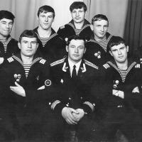Экипаж С-286. В центре командир БЧ-3 Андрей Больдт. г. Магадан 1983 год.