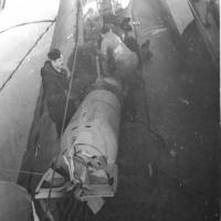 С-286. Погрузка торпеды в 1 отсек.
