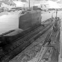 Завойко, Камчатка. Первым корпусом к плавбазе стоит С-286, рядом с ней - БС лодка связи.