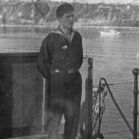 На палубе плавбазы один из экипажа С-288. Из архива Виктора Ряховского.