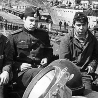 С-288. Камчатка, 1973 год. В центре командир БЧ-5 ст. лейтенант Никитин. Фото предоставлено Александром Куличенко.