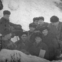 Члены команды С-288 на зимних берегах. Из архива Виктора Ряховского.
