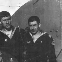 Члены экипажа С-288 на палубе плавбазы. Из архива Виктора Ряховского.