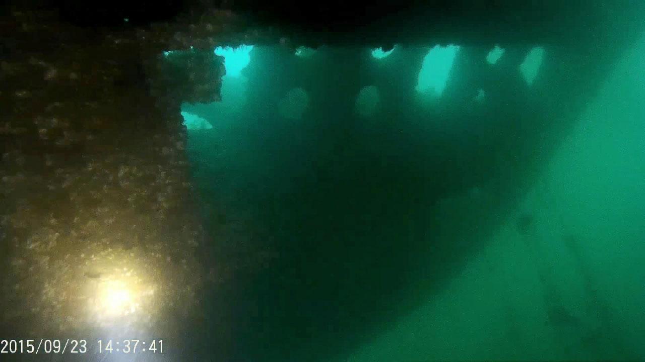 C-288. ПЛ 613 проекта, затоплена у отсыпки. Носовая часть, передние торпедные аппараты. Фото предоставлено Алексеем Гавриловым.