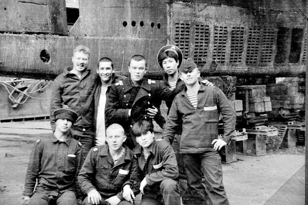 С-327 в доке на Камчатке в центре. СРЗ Фреза. 1988 год