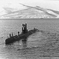 С-359 отходит от борта ПКЗ. Ракушка, апрель 1983 года. Командует - Яковлев Е.А. В сентябре 1983 годп С-359 участвовала в охране района и поиске останков сбитого южно-корейского «Боинга» в Татарском проливе.