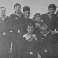 Экипаж С-365 на плавбазе «Север» с шефами. 1969 год.
