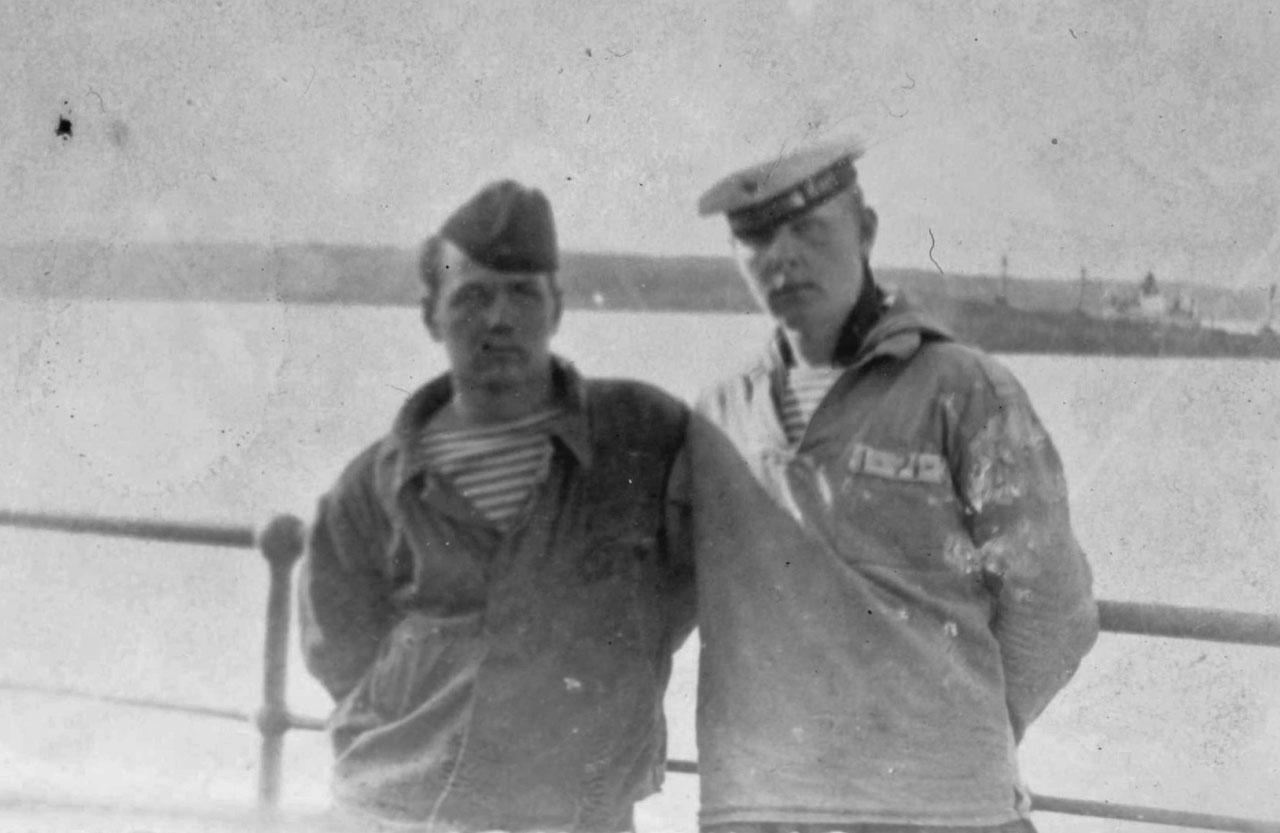 Кельп Валерий и Улитенко Николай (из посёлка Ерофей Павлович) , Р/сигнальщик.1968 г.