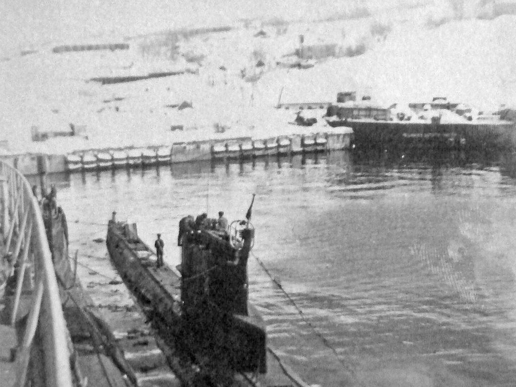 Петропавловск-Камчатский. Это и есть порт ОДАСС. Зима 1983-1984. Лодки С-365 и С221