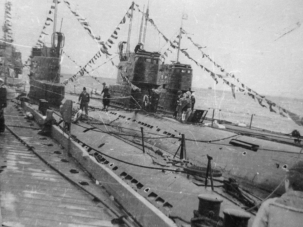 Магадан, бухта Нагаево. Праздник ВМФ. С-365 вторая от пирса, 1971 год